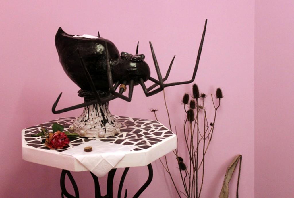 FLORIAN MERMIN, J'ai laissé les fleurs du jardin se faner, 2016, céramique (c) Florian Mermin, Salon de Montrouge 2017