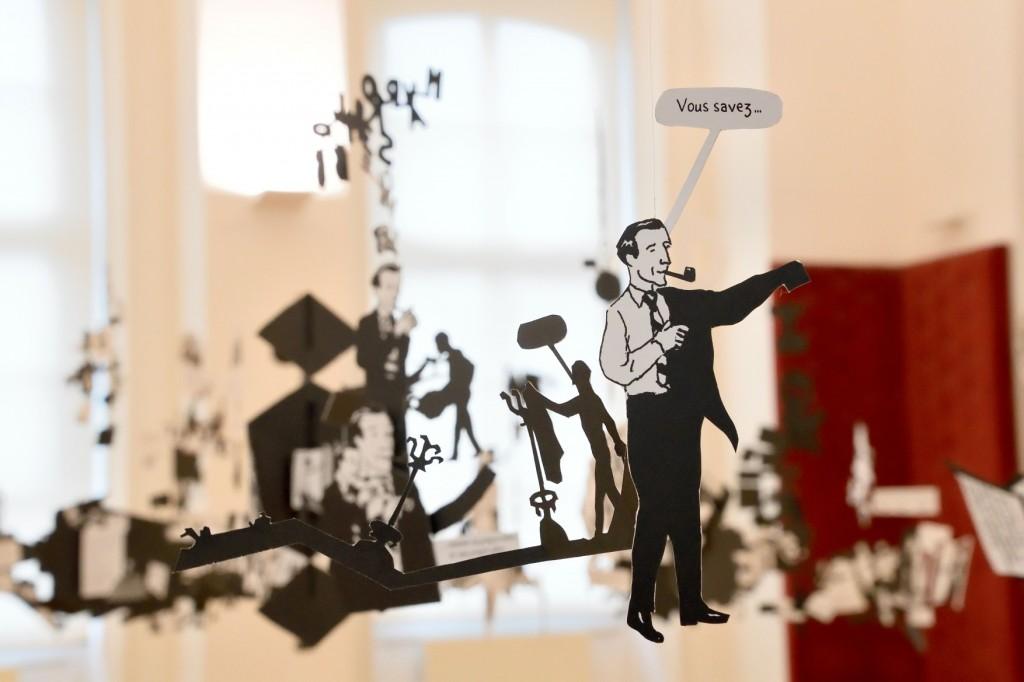 Ç Monsieur Duchamp nous a dit que lÕon pouvait jouer ici È, une exposition de Mathieu Mercier et Franois Olislaeger dans les salles Madame de Genlis, collection MŽcanique et collection Energie, porte monumentale.